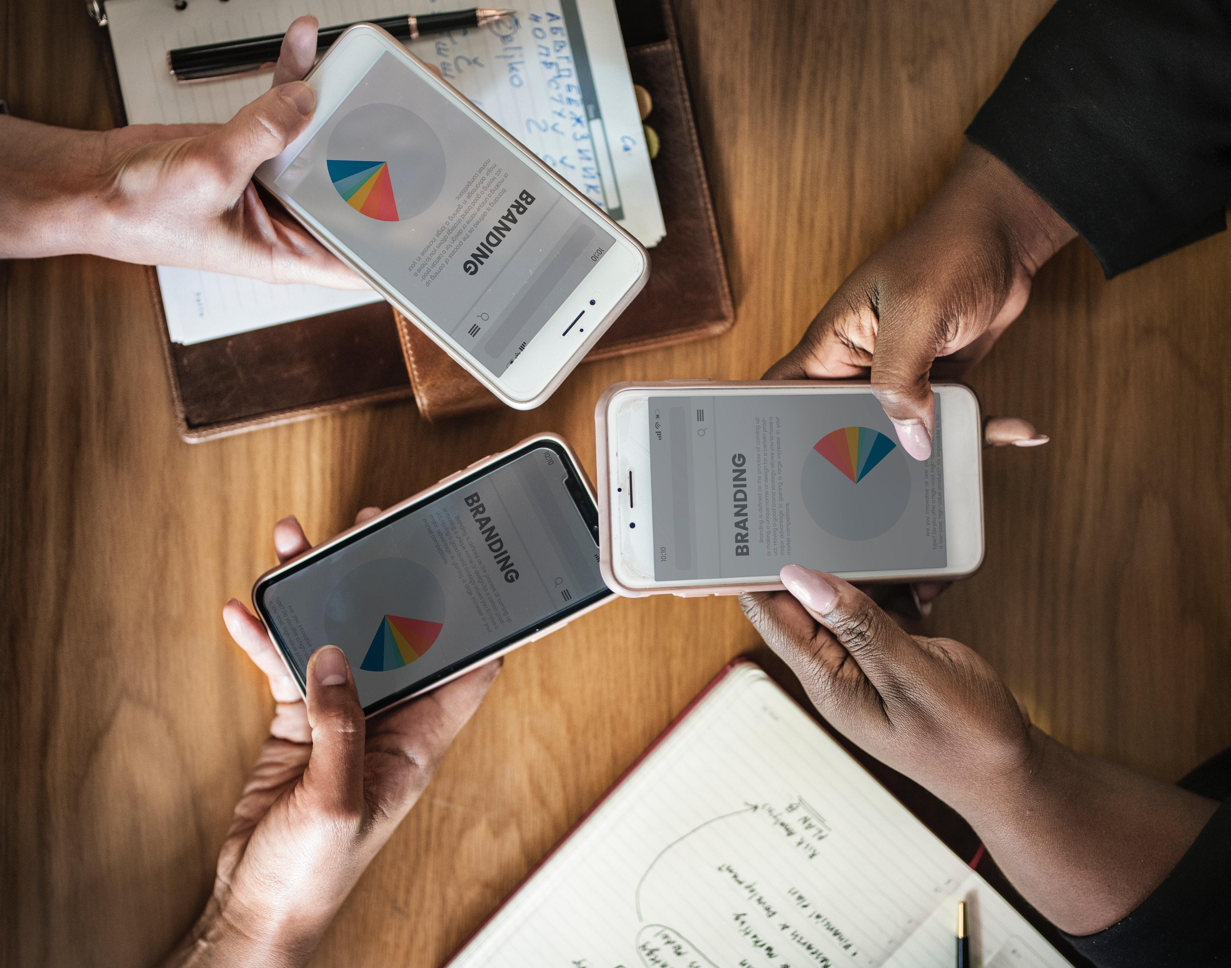 brainstorming-branding-businesspeople