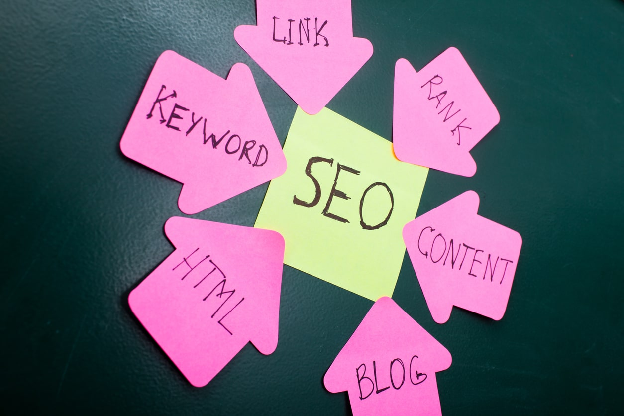 arrows-of-strategies-pointing-to-seo-post-it